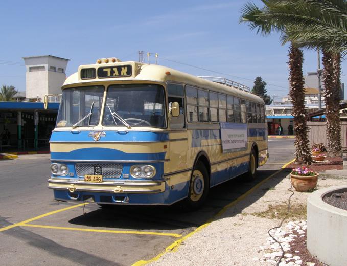 פלקט על גבי אוטובוס היסטורי לציון הפסקת קו 841